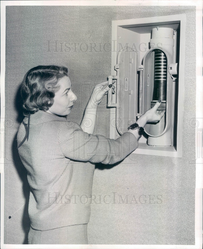 1957 Chicago, Illinois Sun-Times Bldg Pneumatic Tube System Press Photo - Historic Images