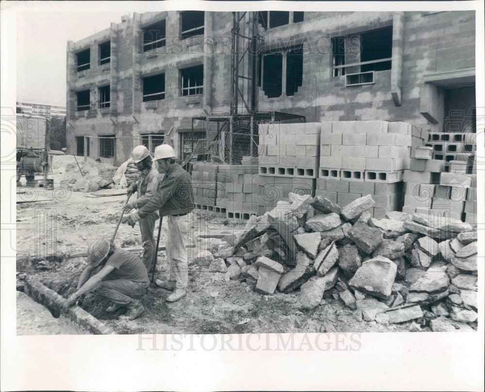 1972 St. Petersburg, Florida Fountain Resident Hotel Construction Press Photo - Historic Images