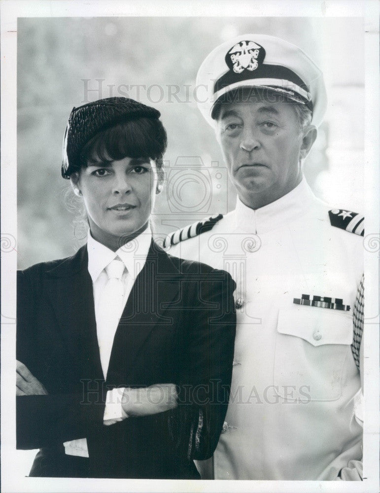 1983 Hollywood Actors Ali MacGraw & Robert Mitchum Press Photo - Historic Images