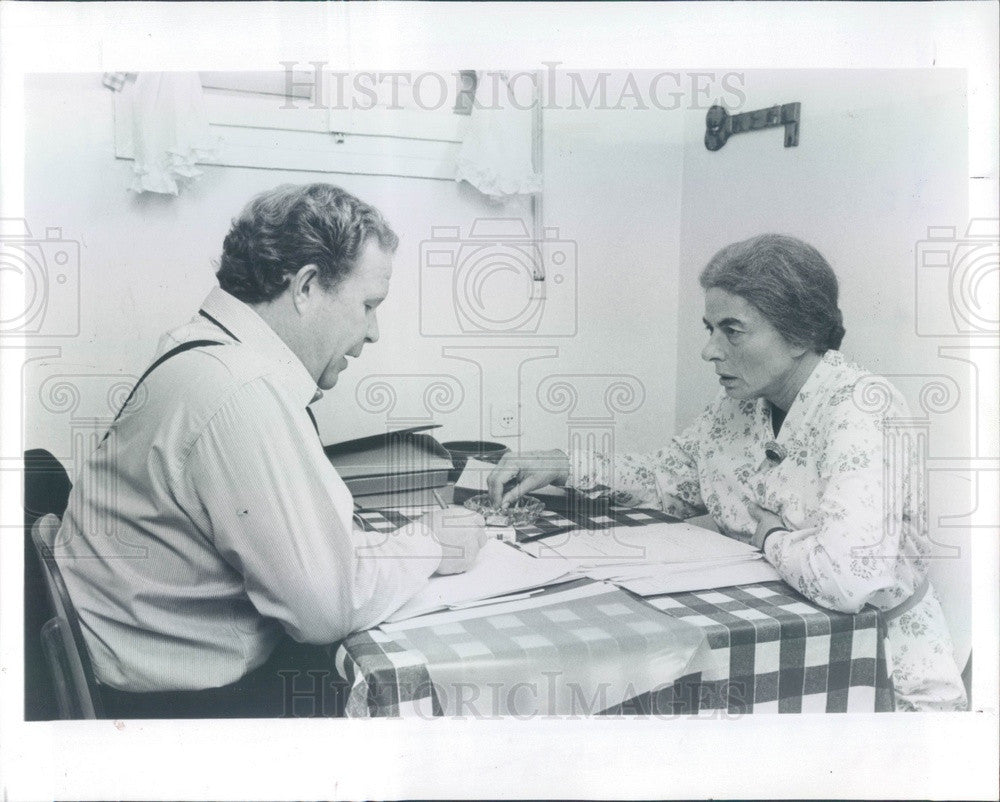 1982 Hollywood Actors Ingrid Bergman & Ned Beatty Press Photo - Historic Images