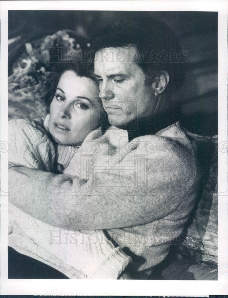1977 Hollywood Actors Stefaine Powers & Cliff Robertson Press Photo - Historic Images