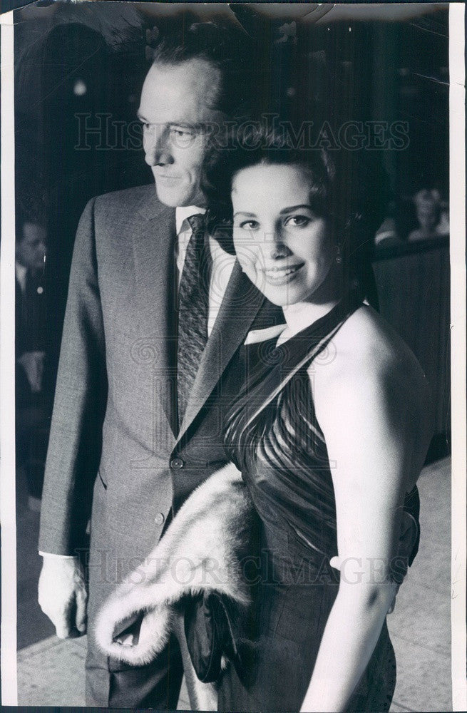 1960 Hilton Hotels Vice President Nicky Hilton & Wife Trish #2 Press Photo - Historic Images