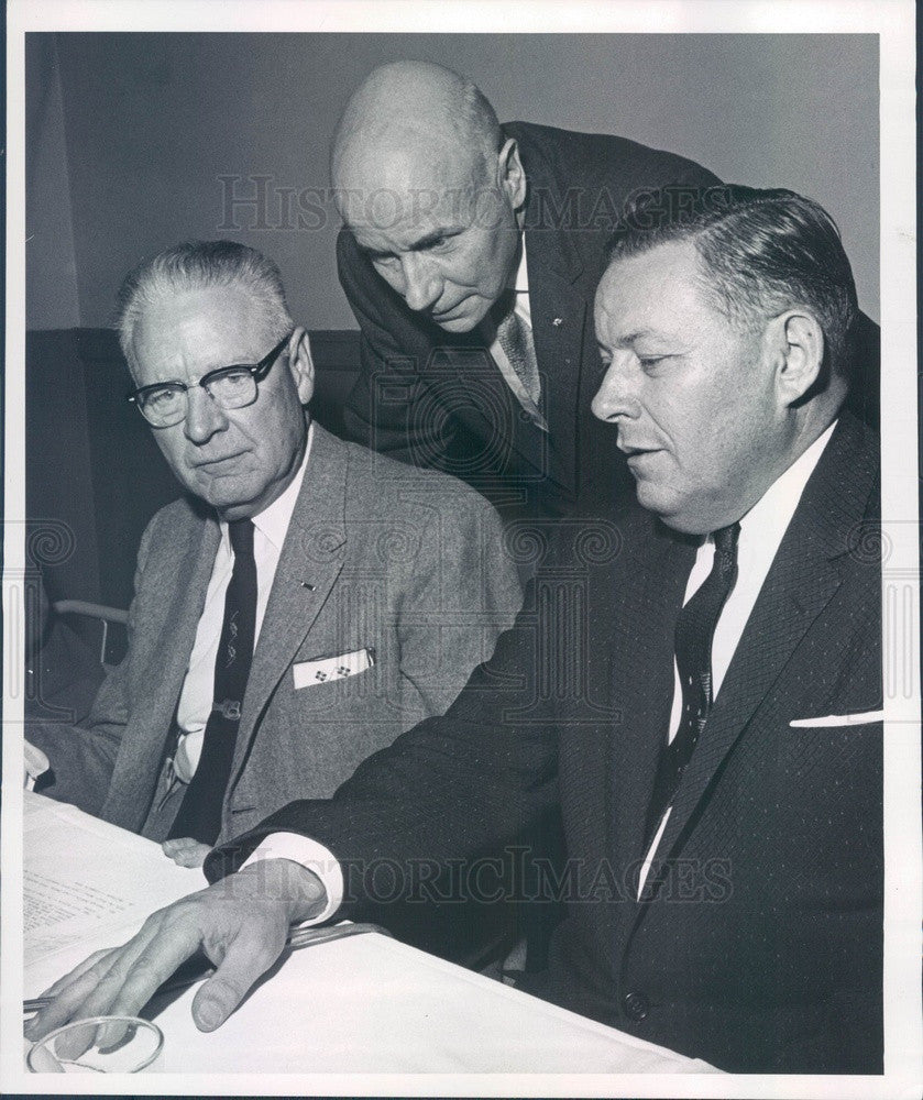 1960 YMCA World Service Chairman Alfred Brown, Lee Moe of Denver, CO Press Photo - Historic Images