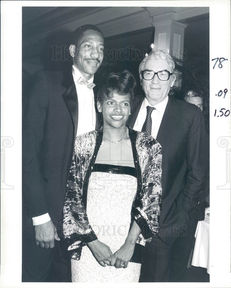 1987 Actor Gregory Peck, NBA Denver Nuggets Player Alex English Press Photo - Historic Images