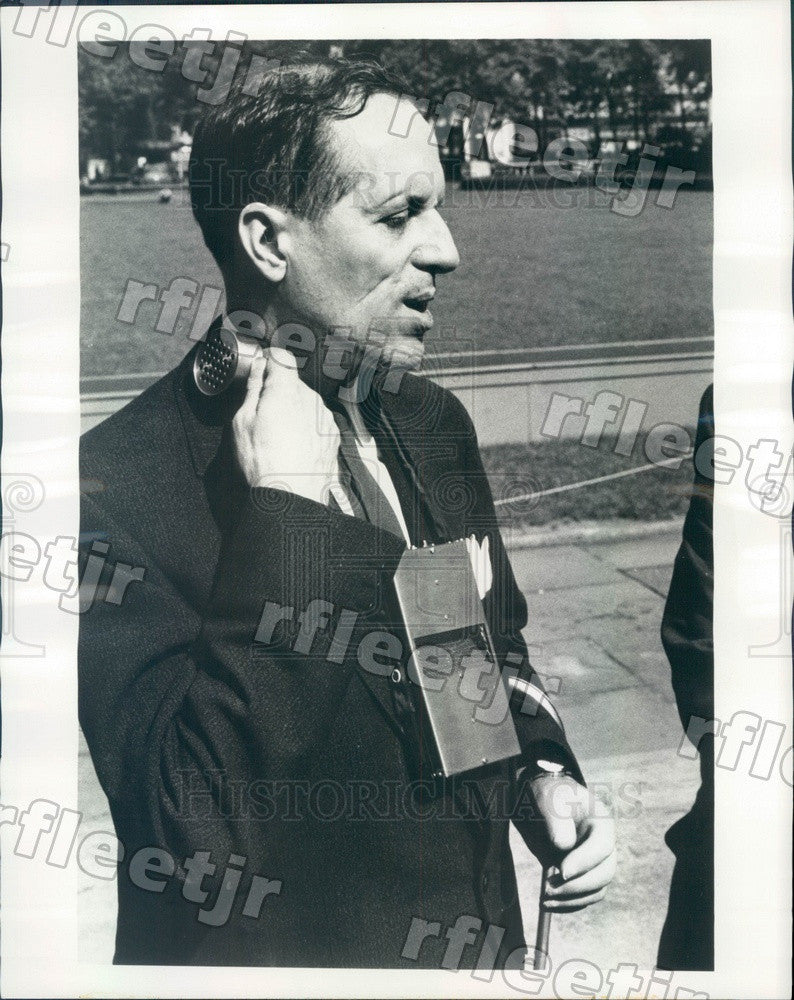 1967 Dr. John Dupress & Bat Radar Set, MIT Director Press Photo adr139 - Historic Images