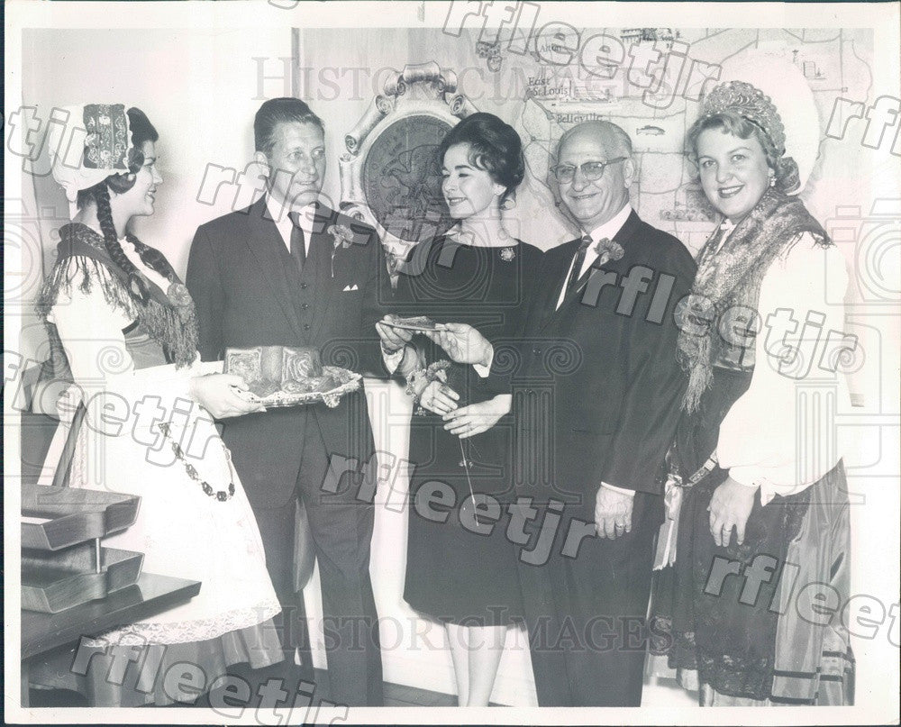 1962 Illinois Governor Otto Kerner, Actress Barbara Meister Press Photo adr433 - Historic Images