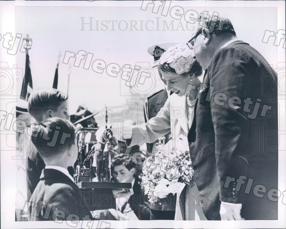 1954 England Queen Elizabeth II in Malta Press Photo adr69 - Historic Images