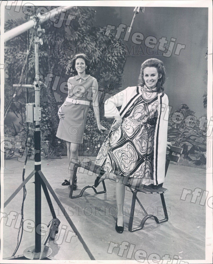 1968 Denver, CO Models Mrs Donald Ringsby & Mrs. Neil King Press Photo ads169 - Historic Images