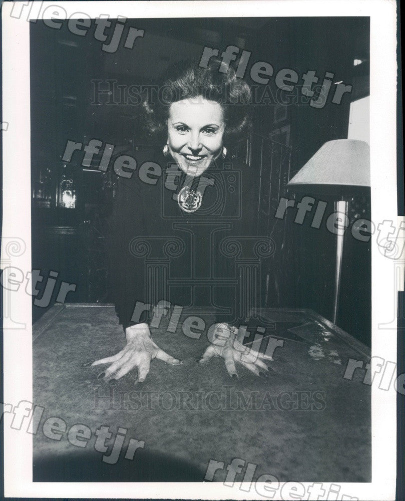 Undated Advice Columnist Ann Landers Cements Hand Prints Press Photo adv175 - Historic Images