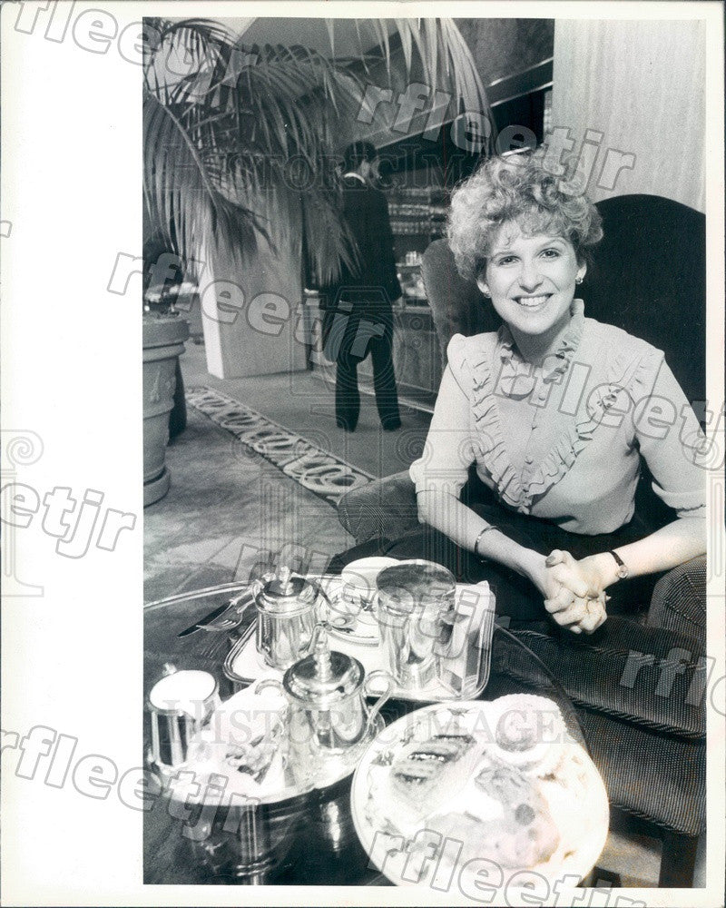 1982 Chicago, Illinois Goodlife Magazine Editor Dolores Long Press Photo adv217 - Historic Images