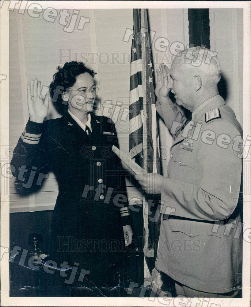 1950 US Navy Lt Cmdr Catherine Shaw & Rear Adm Murrey Royar Press Photo adv463 - Historic Images