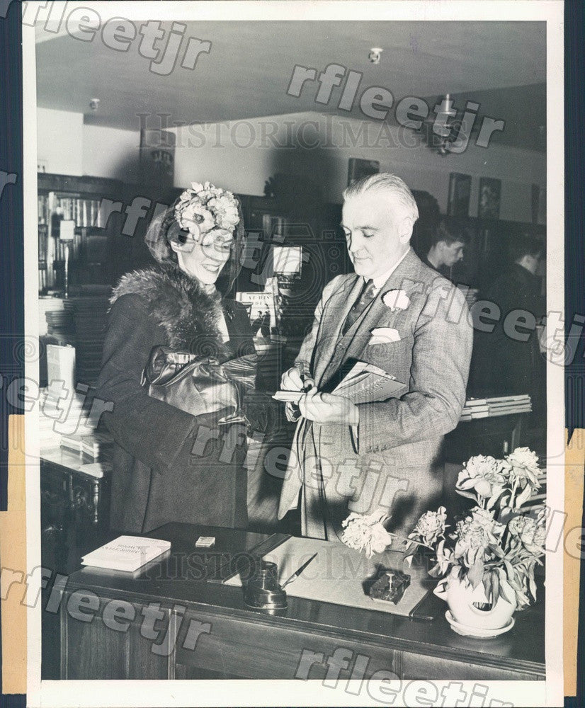 1945 Chicago Sun Publisher Marshall Field & Mrs Myron Hume Press Photo adv547 - Historic Images