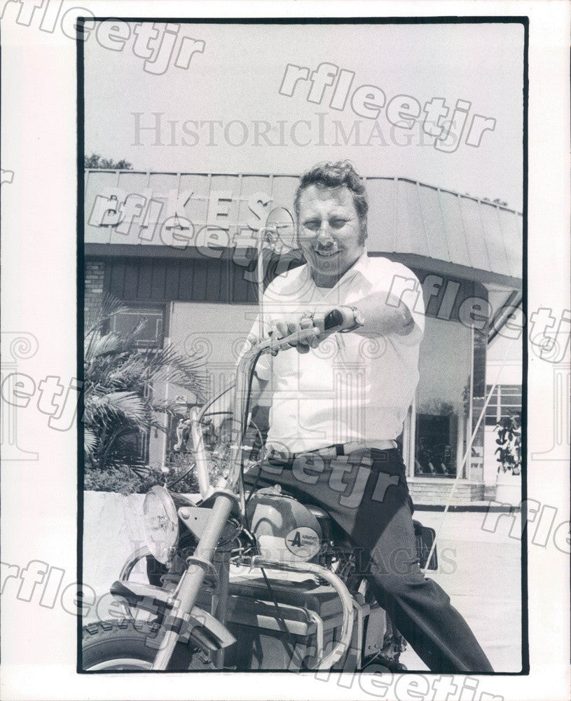 1974 St. Petersburg, FL Dave Schramer, Lawn Mower & Bike Shop Press Photo adw553 - Historic Images