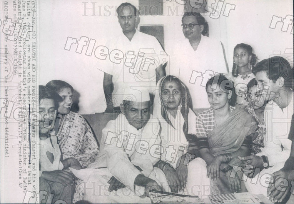 1966 India Prime Minister Lal Bahadur Shastri & Family Press Photo adw715 - Historic Images