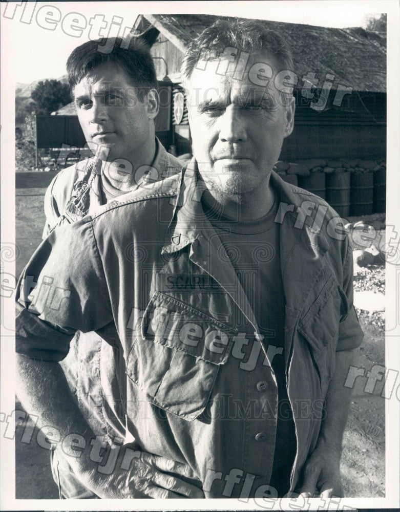 1990 Actors Terence Knox & Lee Majors on Tour of Duty Press Photo adx1035 - Historic Images