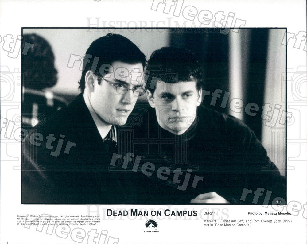 1998 Actors Tom Everett Scott & Mark-Paul Gosselaar Press Photo adx231 - Historic Images