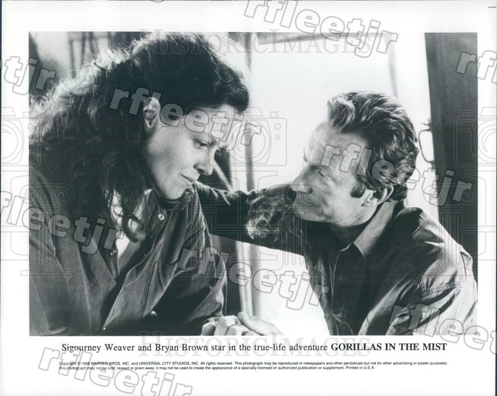 1988 Actors Sigourney Weaver & Bryan Brown in Film Gorillas Press Photo ady1011 - Historic Images