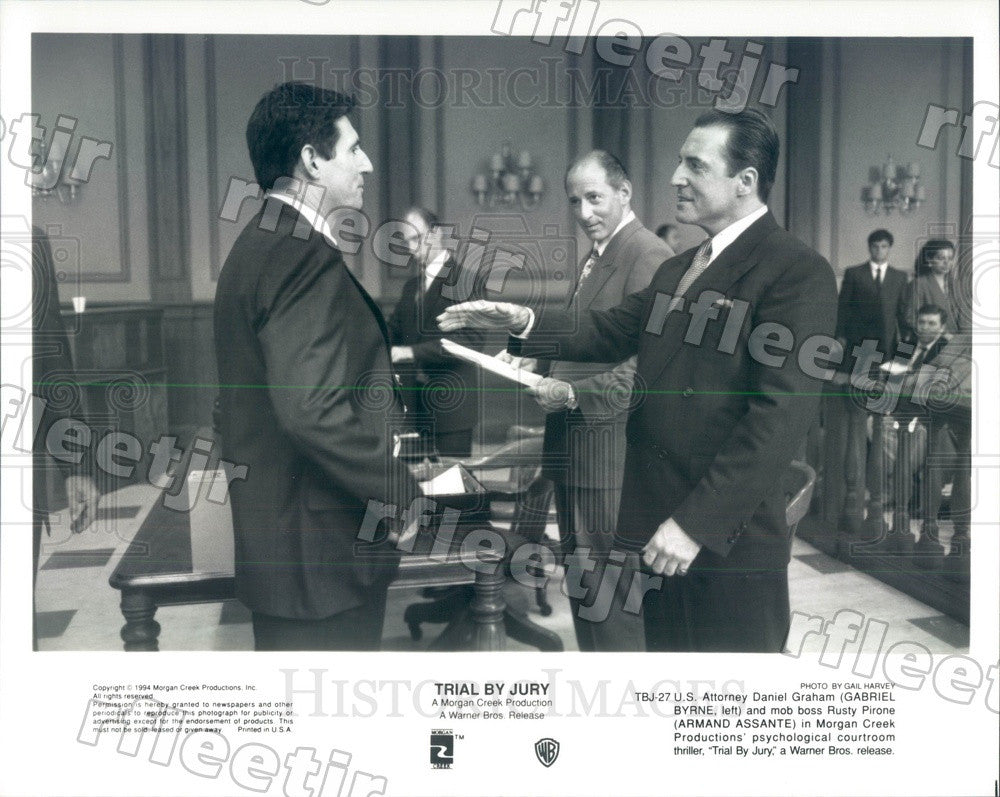 1994 Actors Gabriel Byrne & Emmy Winner Armand Assante Press Photo ady233 - Historic Images