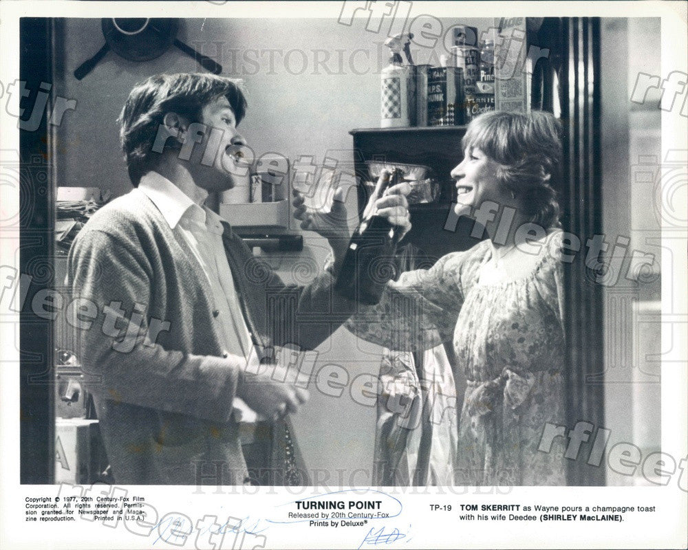 1977 Emmy Winning Actors Shirley Maclaine & Tom Skerritt Press Photo ady439 - Historic Images