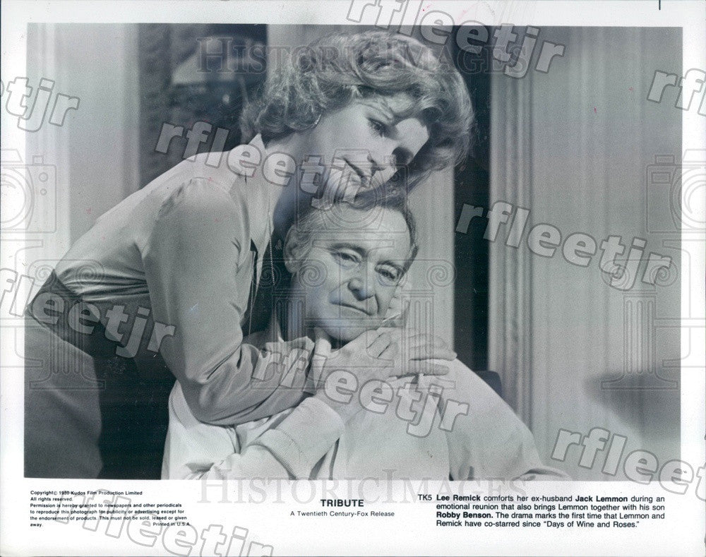 1980 Actors Lee Remick & Oscar Winner Jack Lemmon in Tribute Press Photo ady799 - Historic Images