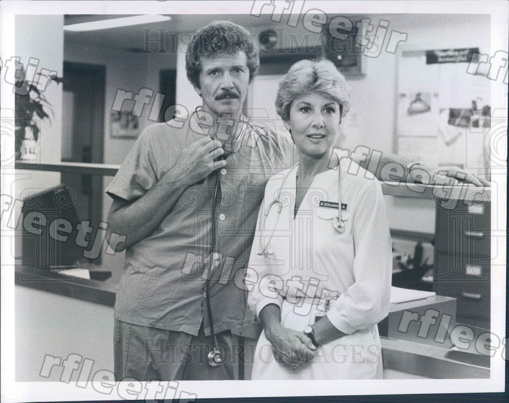 1981 Actors Robert Reed & Michael Learned on TV Show Nurse Press Photo ady879 - Historic Images