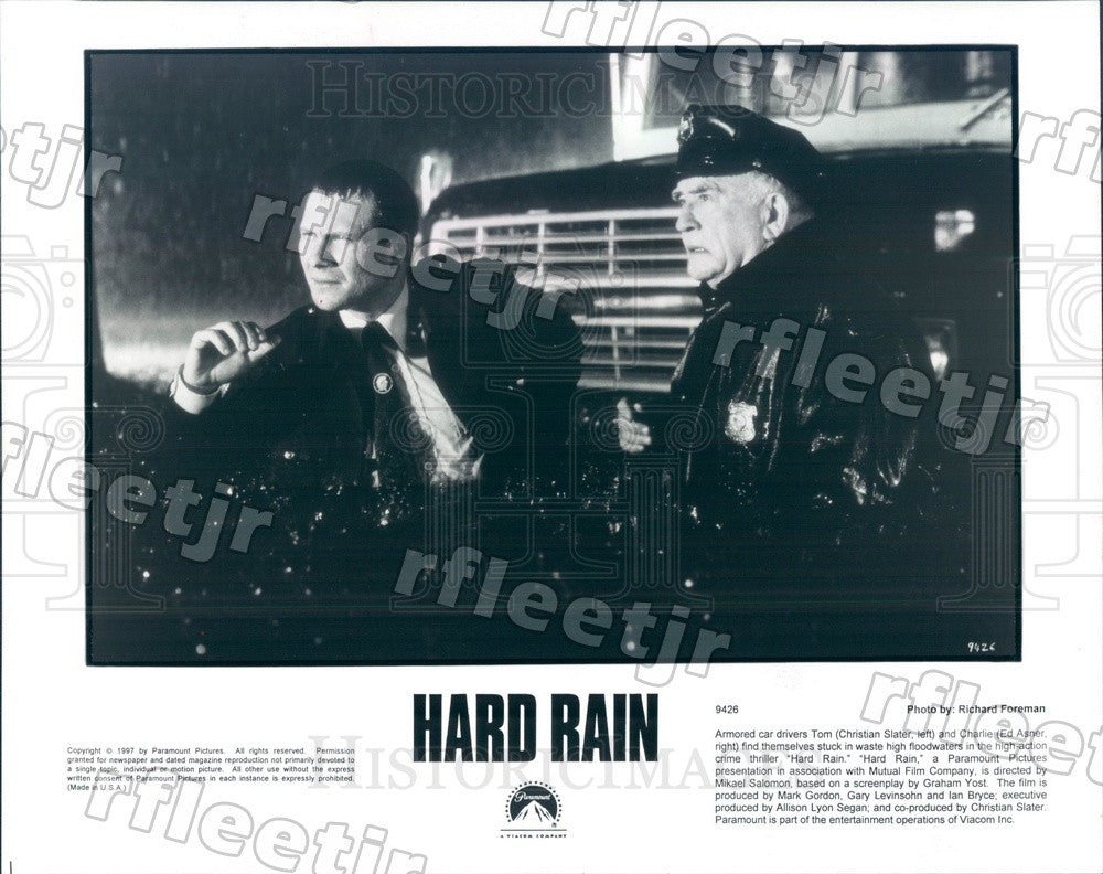 1997 Actors Christian Slater & Emmy Winner Ed Asner in Film Press Photo ady911 - Historic Images