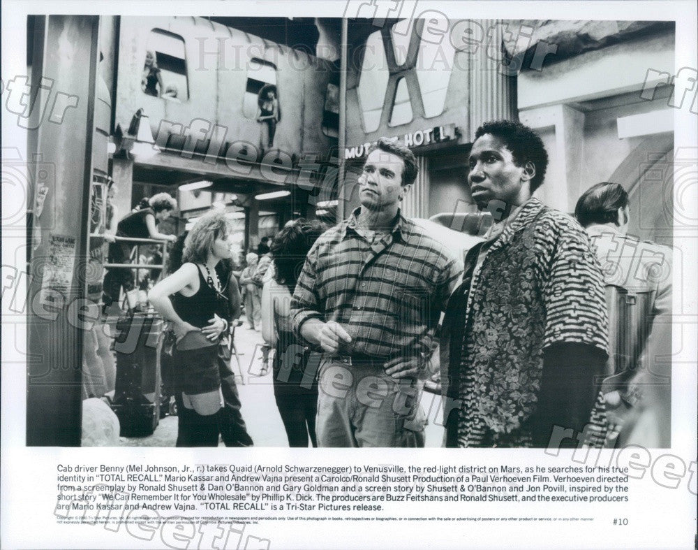 1990 Actors Arnold Schwarzenegger & Mel Johnson Jr in Film Press Photo adz21 - Historic Images