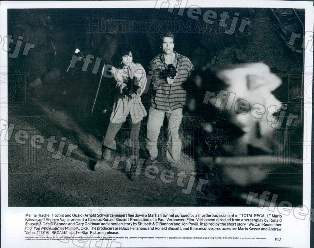 1990 Actors Arnold Schwarzenegger & Rachel Ticotin in Film Press Photo adz27 - Historic Images