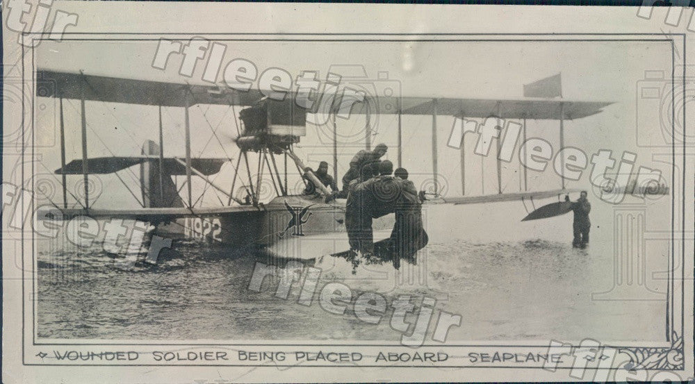 1919 Wounded US Soldier Being Placed In Seaplane Ambulance Press Photo adz3 - Historic Images