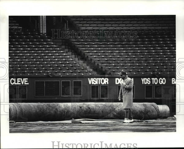 1987 Press Photo Broncos' Wide receiver Clint Sampson at Cleveland Stadium - Historic Images