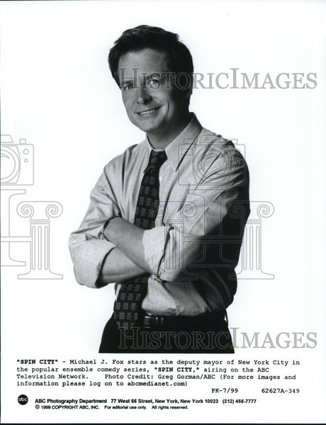 1999, Michael J. Fox stars in Spin City comedy TV show - cvp60727 - Historic Images