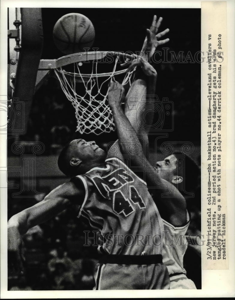 1991 Press Photo Brad Daugherty gets his arm tangled putting up a shot with Nets - Historic Images