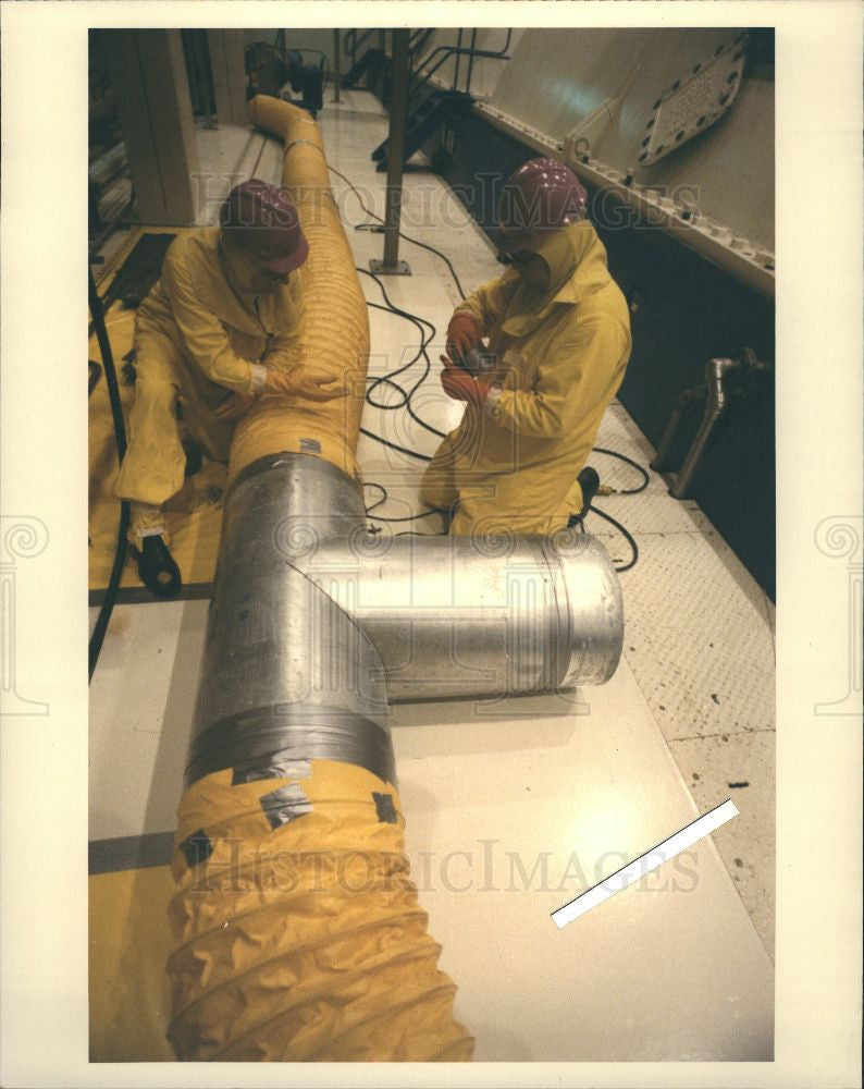 1989 Press Photo Turbine romm Fermi 2 workers - Historic Images
