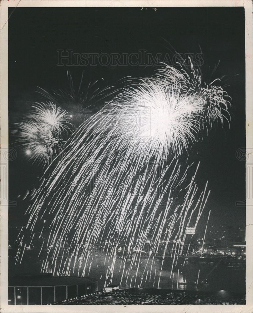 1963 Press Photo fireworks night sky pyrotechnics - Historic Images