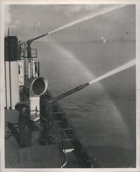 1952 Press Photo fireboats turret guns water cannons - Historic Images