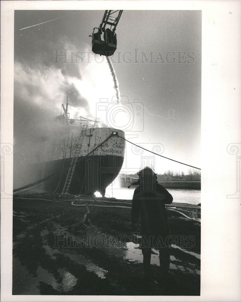 1988 Press Photo Fire-Fort Charably - Historic Images