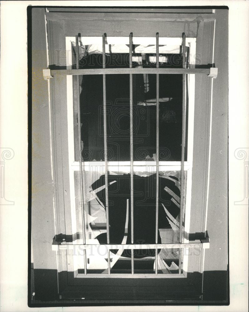1987 Press Photo house fire secure window iron grates - Historic Images