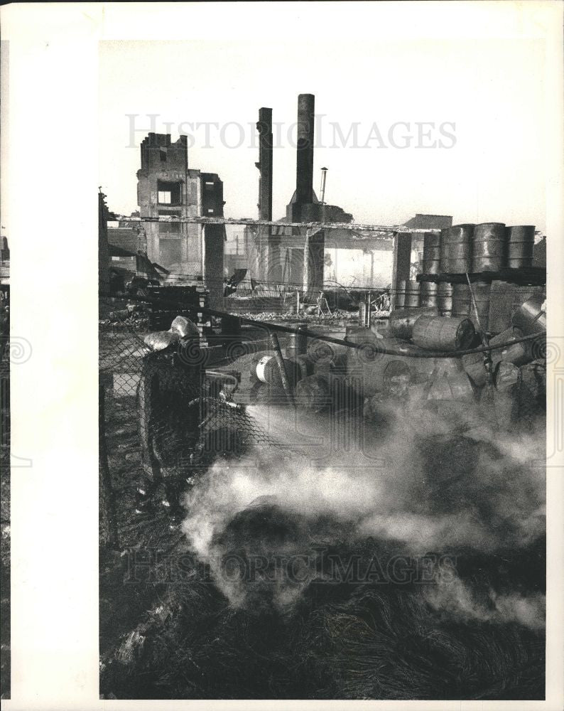 1987 Press Photo Windsor Ontario Warehouse Fire Canada - Historic Images
