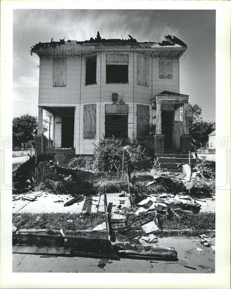 1985 Press Photo fire gutted house Detroit Michigan - Historic Images