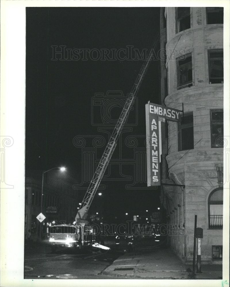 1985 Press Photo Embassy Apartments Detroit Fire Temple - Historic Images
