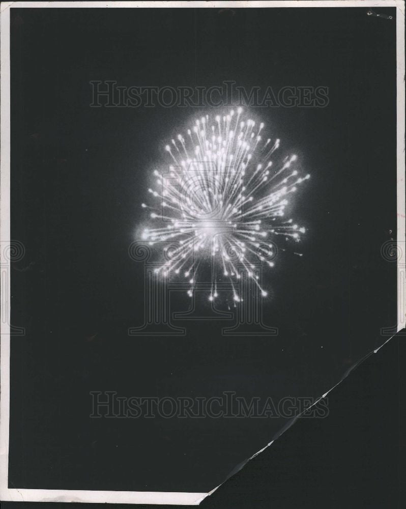 1964 Press Photo Fireworks - Historic Images