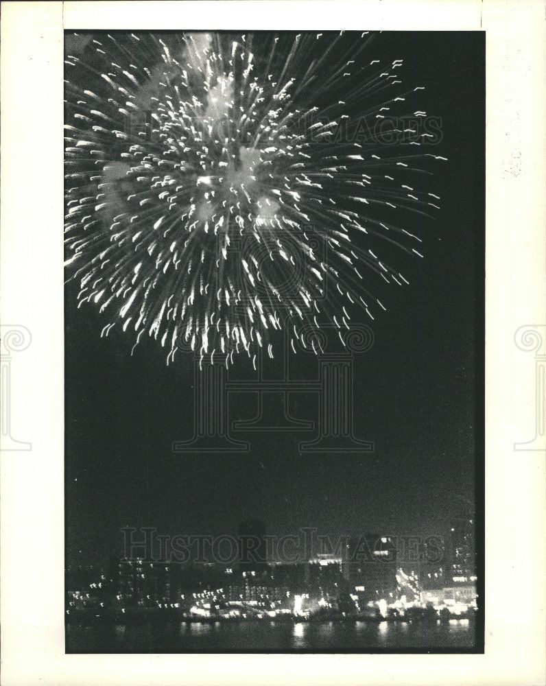 1987 Press Photo Fireworks - Historic Images