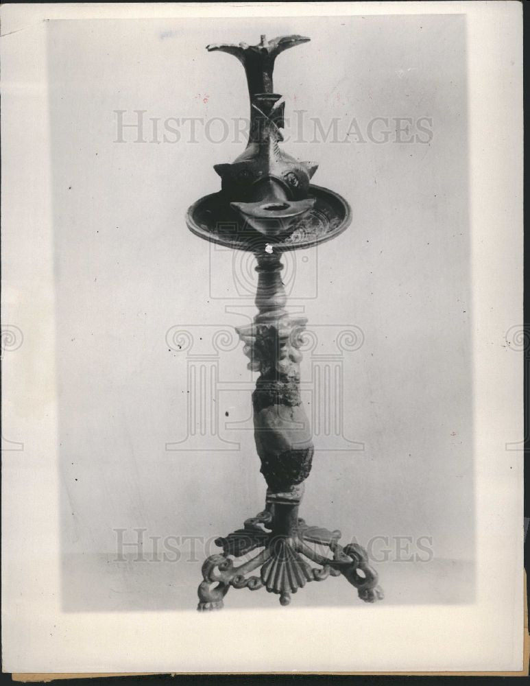 1933 Press Photo Bronze lamp discovered Byzantine - Historic Images