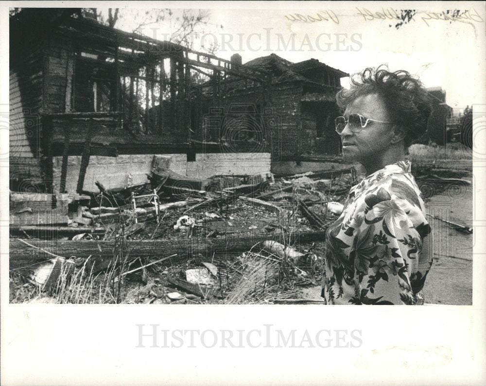 1988 Press Photo Detroit neighbor, plague of house fire - Historic Images