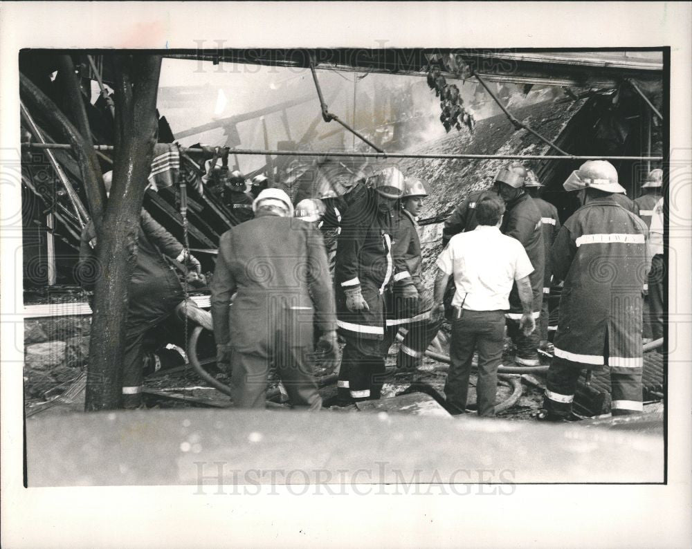 1988 Press Photo Pointiac Fire Fighter Dies Injuries - Historic Images