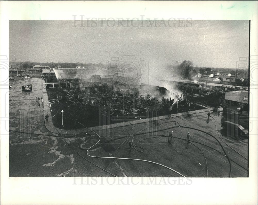 1987 Press Photo Fire Lincoln Building Detroit - Historic Images