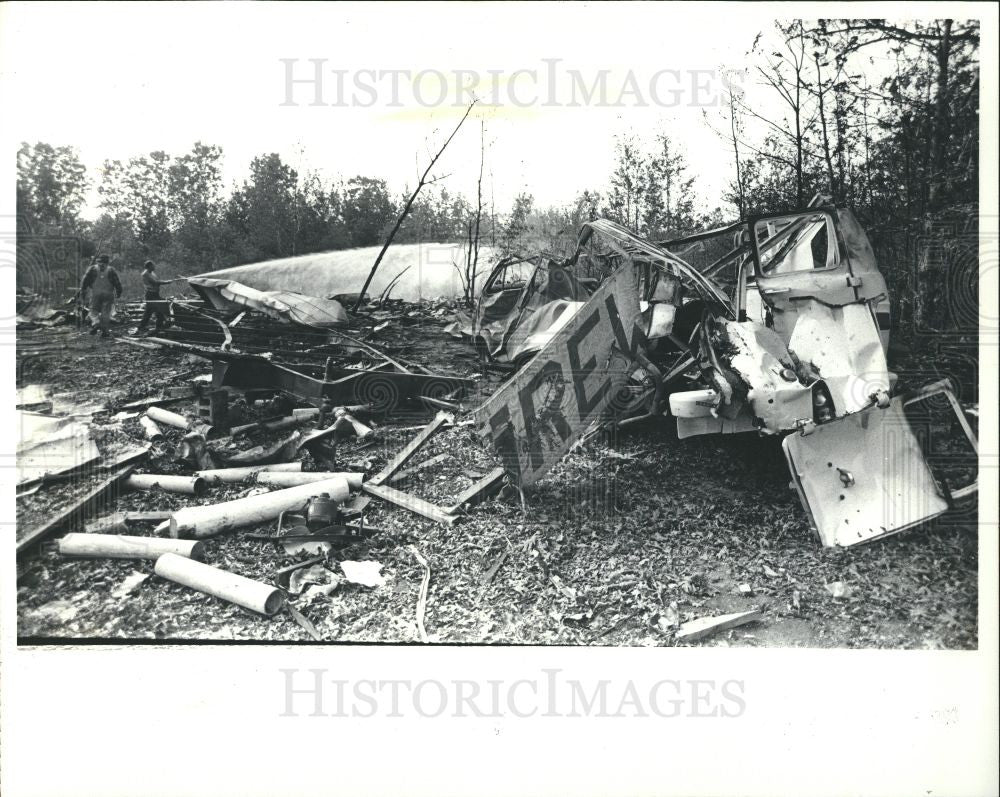 1983 Press Photo Fire Fireworks Factory Explosion - Historic Images
