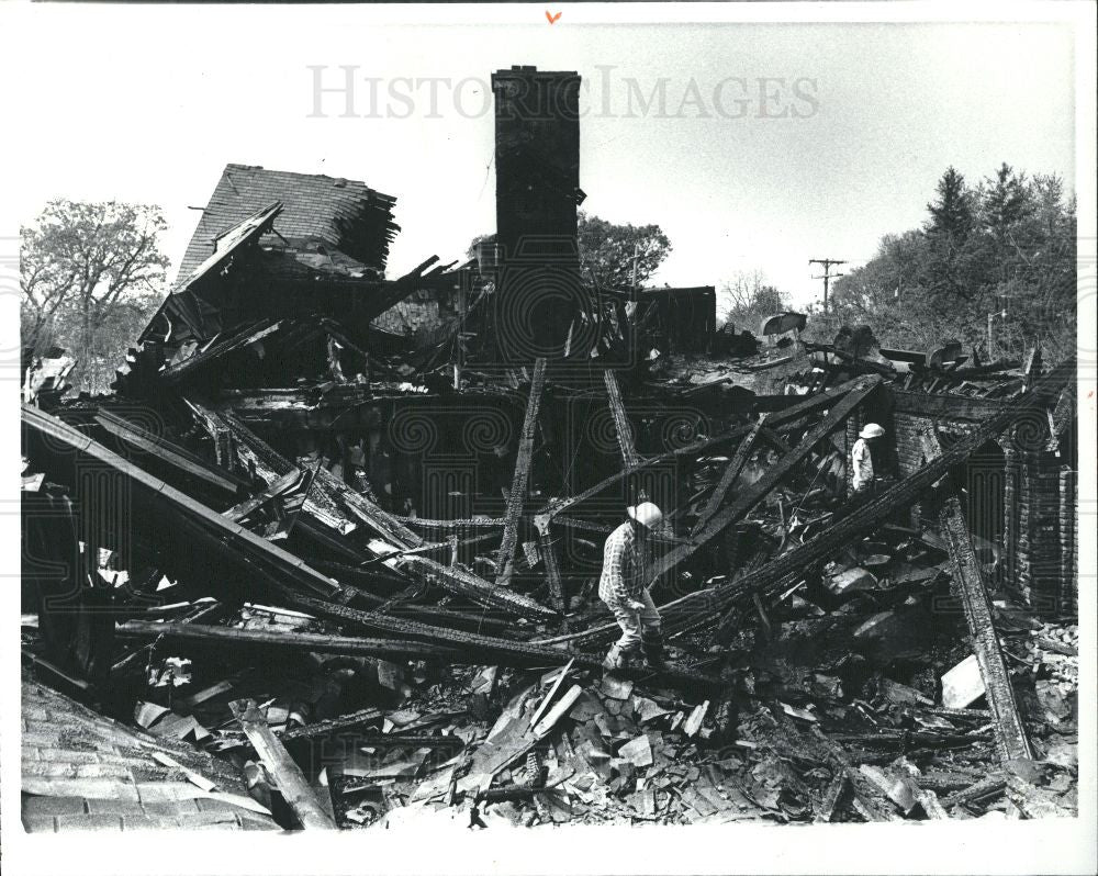 1982 Press Photo Mike Tedford Fire Old Mill Waterford - Historic Images