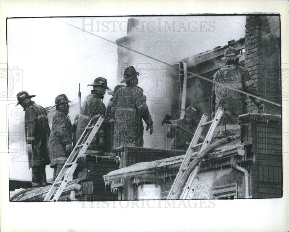 1979 Press Photo apartment fire firemen - Historic Images