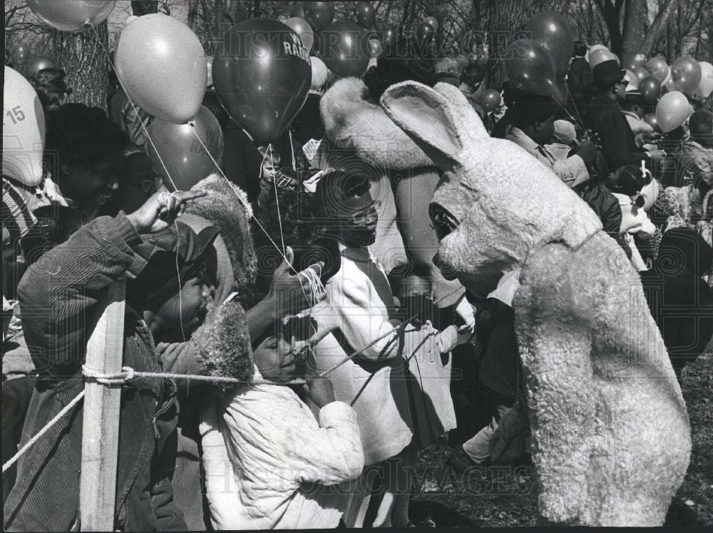 1965 Press Photo Easter bunny - Historic Images